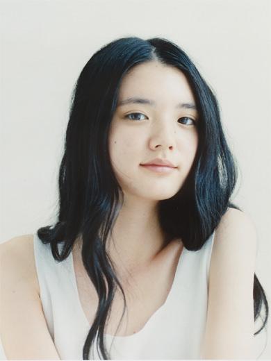 石坂友里、小谷早弥花 マクドナルド かにコロッケバーガー のCMで笑顔でマックに直行する美女 | このCMの女の子誰?